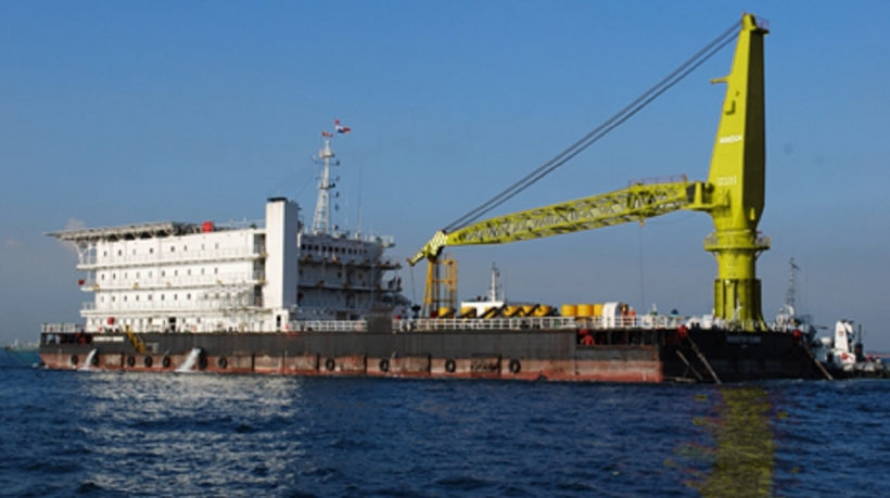 Derrick Pipelay Barge for Charter